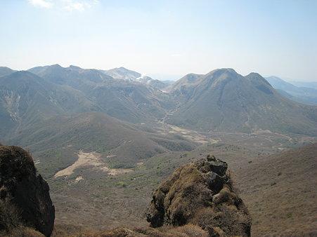 大船山山頂近くから望む三俣山