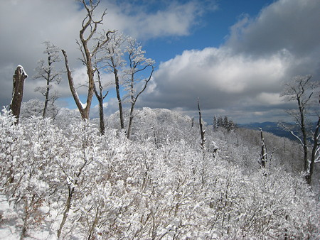 山頂途中の岩場からの眺望2